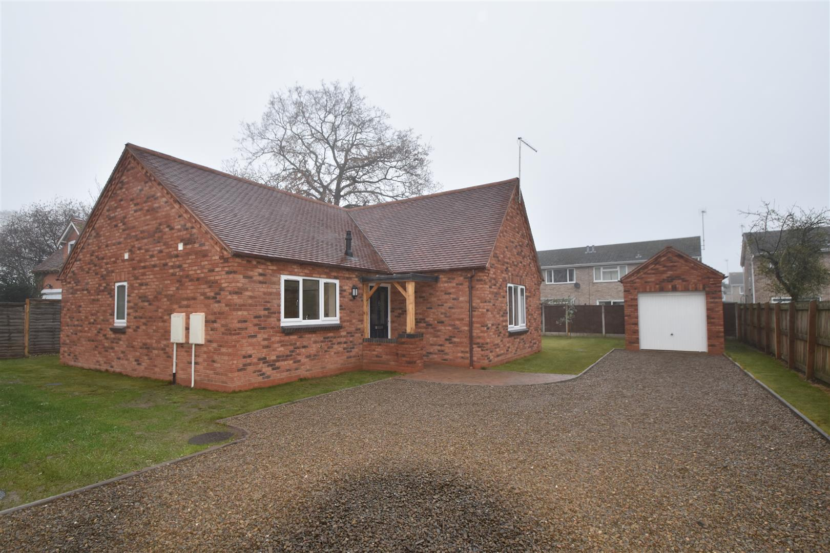 3 Bedrooms Detached Bungalow for sale in Droitwich Road, Fernhill Heath, Worcester